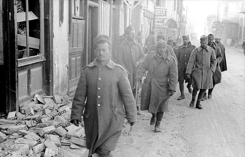 Grieķu karavīri pēc padošanās.