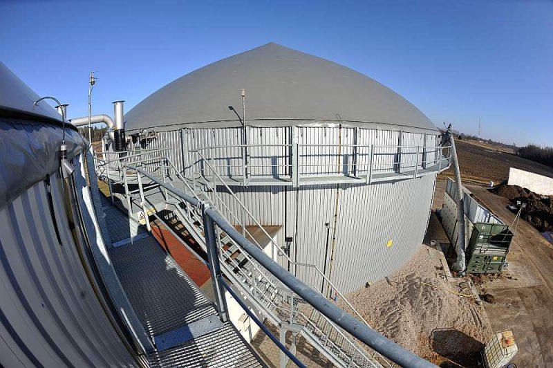 Valdība no pārstrādātā Atveseļošanas plāna izņēmusi 40 miljonu eiro finansējumu biometāna ražošanai, kas izslēdz iespēju biogāzes stacijām transformēties no elektrības uz biometāna ražošanu, ko izmantotu transportā.