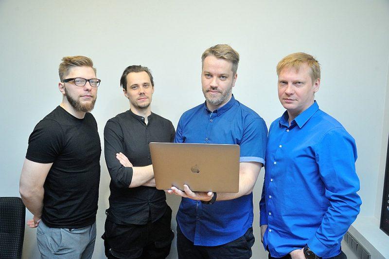 """Digitālo zīmolu vadlīniju platformas """"Corebook"""" izstrādātāji (no kreisās) Raitis Velps, Jānis Vērzemnieks, Aigars Āboltiņš un Maksims Kušnarevs ir pārliecināti, ka šī platforma spēj pārņemt vismaz 20% no zīmolvedības tirgus pasaulē."""