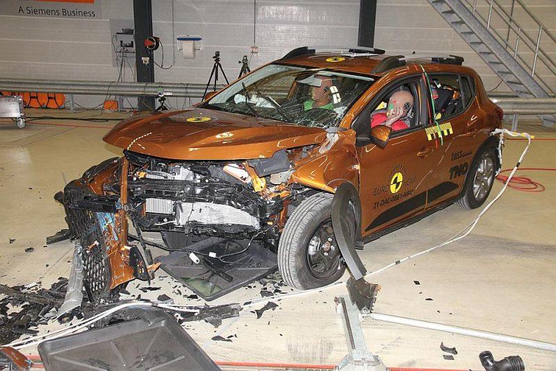 """NCAP veiktais """"Dacia Sandero"""" drošības pārbaudes rezultāts."""