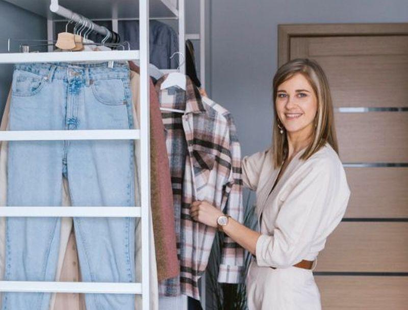 Dana Gulbe jau vairākus gadus konsultē interesentus, kā pareizi sakārtot māju, tajā skaitā drēbju skapi.