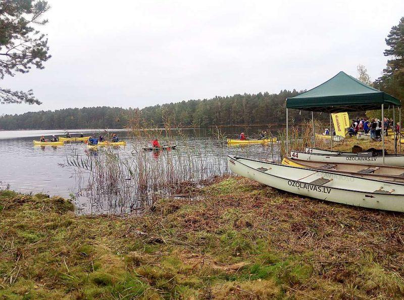 2020. gada Ceļotāju dienas noslēgums – pirmais koncerts laivās uz ezera Ķemeru Nacionālajā parkā.
