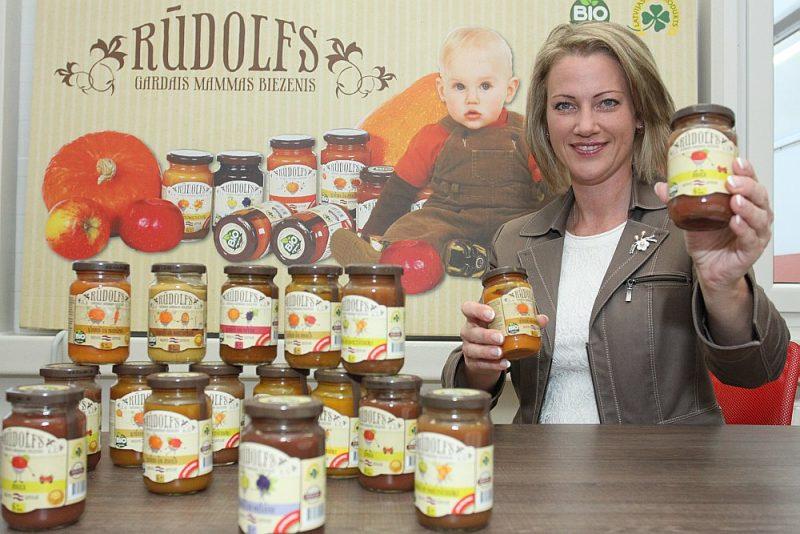 """SIA """"Lat Eko Food"""" valdes priekšsēdētāja un dibinātāja Egija Martinsone: """"Mūsu nozare, pārtikas pārstrāde, var būt ļoti pateicīga Covid-19 laikam. Ražojam konservēto pārtiku ar ilgāku uzglabāšanas termiņu, kas aktuāla krīzes brīžos, kad jāveido pārtikas uzkrājumi. Turklāt – ražojam bioloģisko produkciju, pēc kuras aug pieprasījums visā pasaulē."""""""