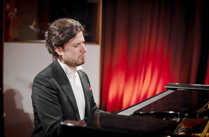 """Pianists Andrejs Osokins koncertā """"Latviešu klaviermūzika pāri gadsimtiem"""" tiešsaistē no Latvijas Radio 1. studijas."""