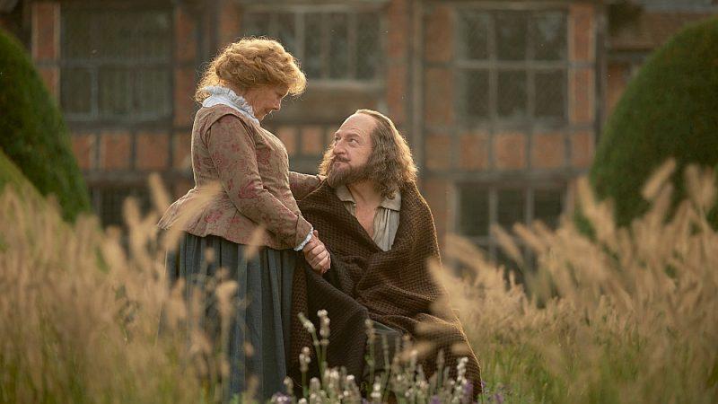 """Kadrs no filmas """"Viss ir patiesība"""". Šekspīra lomā – Kenets Brana, Anna Hetaveja – Džūdija Denča."""