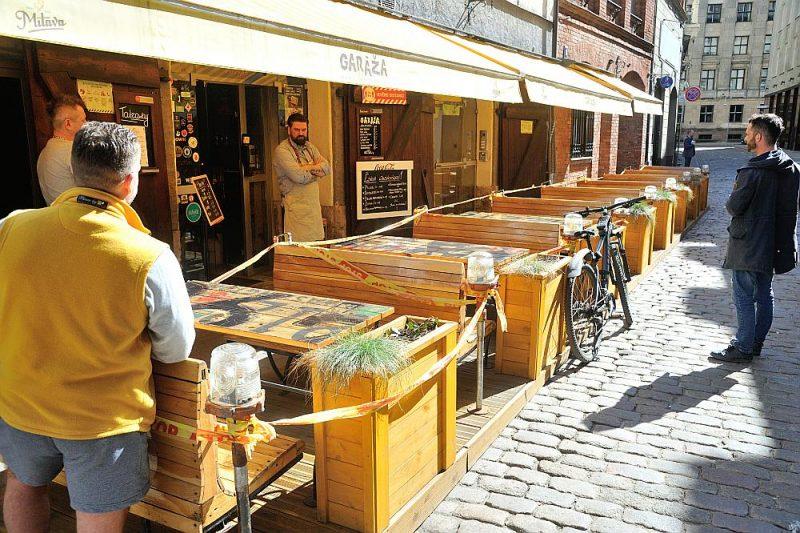 Šodien valdība lemj par atļauju ēdināt vasaras kafejnīcu āra terasēs.
