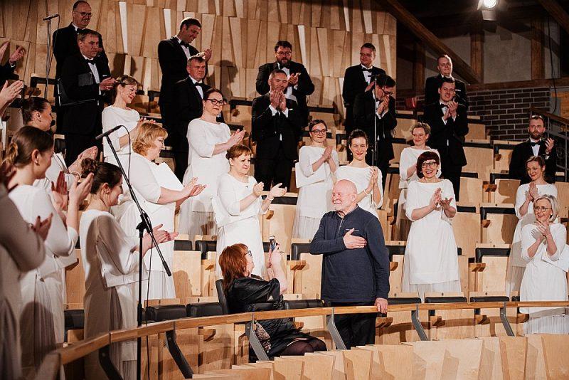 Pētera Vaska 75. jubilejas koncertu Cēsu koncertzālē klātienē klausījās vien pats komponists un viņa dzīvesbiedre, režisore Dzintra Geka.
