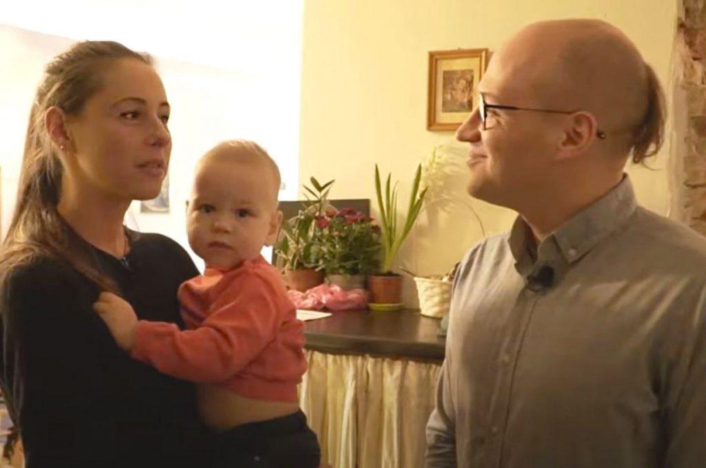 Uģis Kuģis ar sievu Lindu un abu dēliņu.
