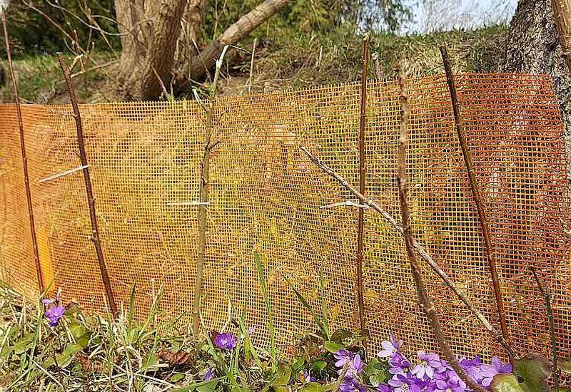 Pretkrupju barjerai labi der plastmasas siets, kuru celtniecībā liek zem apmetuma.