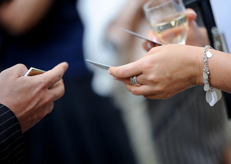 Virtuālo konferenču organizētāji un tīklošanās profesionāļi uzskata, ka pandēmijas laiks devis jaunu grūdienu tīklošanās attīstībai – digitālā vide un tīklošanās saderot kā cimds ar roku.