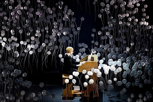Foto no Lielās mūzikas balvas ceremonijas, kurā ik gadu sumina labākos latviešu oriģinālmūzikas jaundarbus.