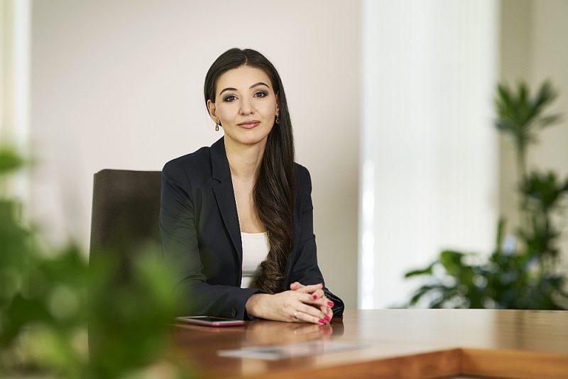 """Finanšu un kapitāla tirgus komisijas Inovāciju departamenta direktore Marine Krasovska: """"Šobrīd situācija ir tāda, ka """"fintech"""" jomas uzņēmumiem ir problēmas pat ar kontu atvēršanu bankās – neskatoties uz to, ka FKTK tiem izsniegusi licenci darbībai, bankas šos uzņēmumus vērtē kā aizdomīgus augsta riska klientus un sadarbojas nelabprāt."""""""