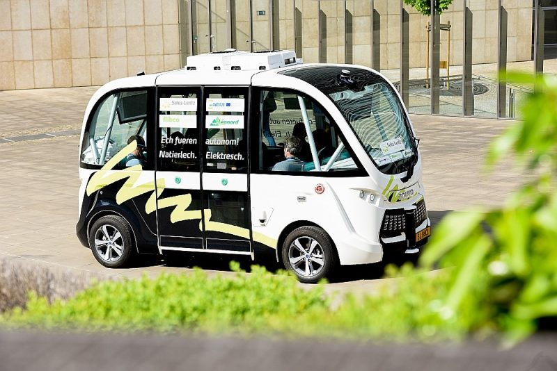 """Pašgājēja (bez vadītāja) e-autobuss bija daļa no ES AVENUE (Autonomous Vehicles to Evolve to a New Urban Experience) projekta, ko finansēja pētniecības programmas """"Apvārsnis 2020"""" ietvaros."""