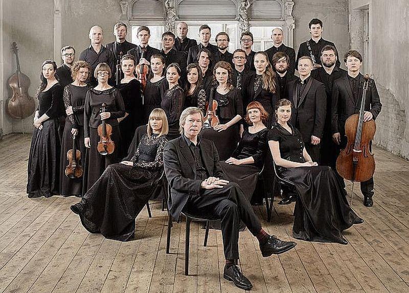 """""""Sinfoniettai Rīga"""" atskaņojot Roberta Šūmaņa simfoniju, atskaņojuma emocionālajā zīmējumā romantiska aizrautība gluži labi saskanēja ar kontemplatīvas apceres brīžiem."""