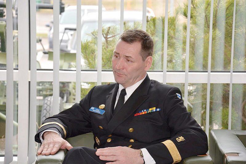 """""""Ziņojums nav detalizēts apraksts vai analīze par izlūkdienesta darbības vidi vai operācijām 2020. gadā, bet tas dod priekšstatu par Somijas militārā izlūkdienesta darbu un tā svarīgo lomu valsts nacionālās drošības garantēšanā,"""" paziņojis militārā izlūkdienesta vadītājs admirālis Juha Vauhkonens."""