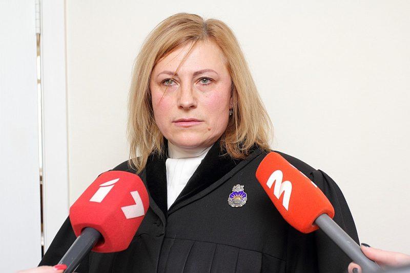 Prokurore Zinaīda Egle uz tiesvedības laiku ir atstādināta no amata. Ja spēkā stāsies notiesājošs spriedums, tad viņa savā profesijā vairs nevarēs strādāt.