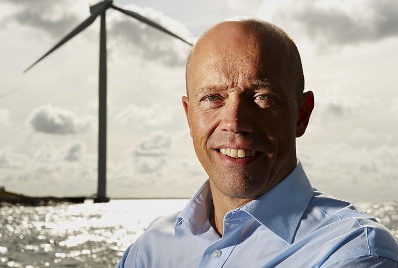 """Dānijas vēja enerģijas asociācijas """"Wind Denmark"""" vadītājs Jans Serups Hillebergs: """"Vēja enerģijas attīstīšana bijusi daļa no Dānijas enerģētikas stratēģijas jau no pagājušā gadsimta 70. gadiem, kad mūs satrieca naftas krīze. Tobrīd Dānijas parlaments izlēma, ka tāda situācija vairs nekad nedrīkst atkārtoties."""""""