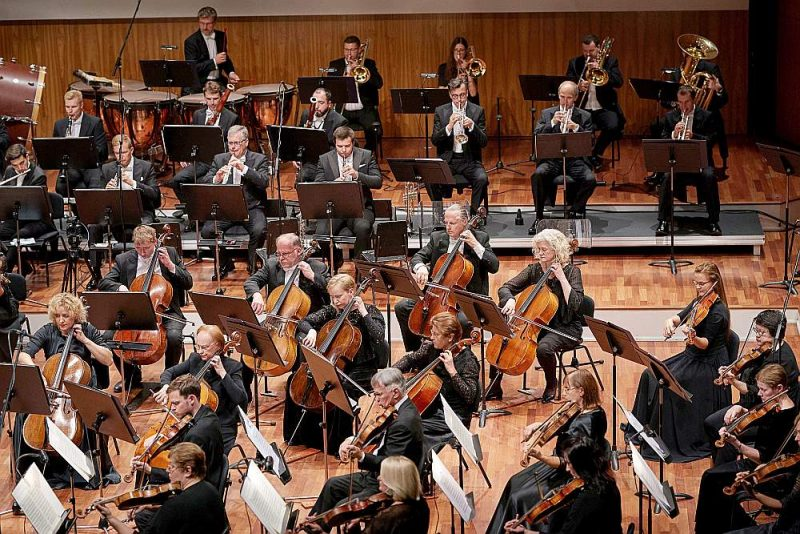 Muzikologa Arnolda Klotiņa pirms sešpadsmit gadiem iedibinātajai tradīcijai nekāda pārrāvuma nav – lielkoncerts organizēts arī šogad. Attēlā: Latvijas Nacionālais simfoniskais orķestris.
