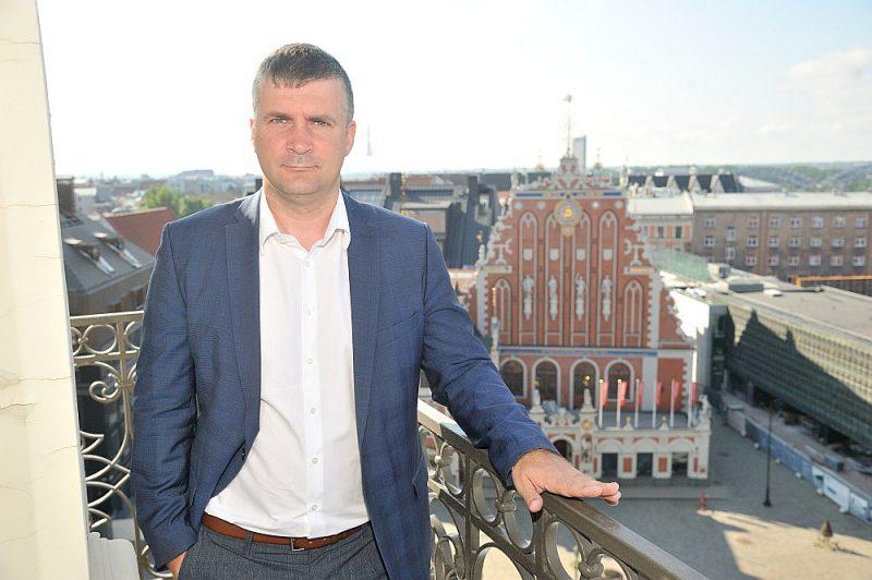 """Jānis Lange: """"Infrastruktūra ir viena no lielākajām Rīgas problēmām. Redzam, ka iepriekš bijušas problēmas gan ar termiņiem, gan pašu uzstādītajiem plāniem. Te prasītos sistēmisks plānveida darbs."""""""