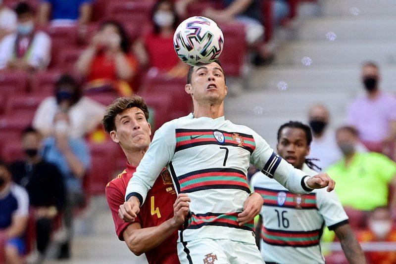 Portugāles futbola izlases zvaigzne Krištianu Ronaldu (centrā) piedalīsies savā piektajā Eiropas čempionāta finālturnīrā, cenšoties atkārtot pirms pieciem gadiem gūto panākumu.