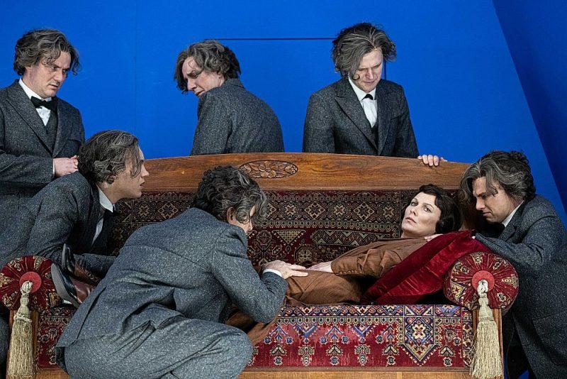 """Jau šoruden Dailes teātris pie skatītājiem nāks ar Viestura Kairiša iestudēto izrādi """"Smiļģis""""."""