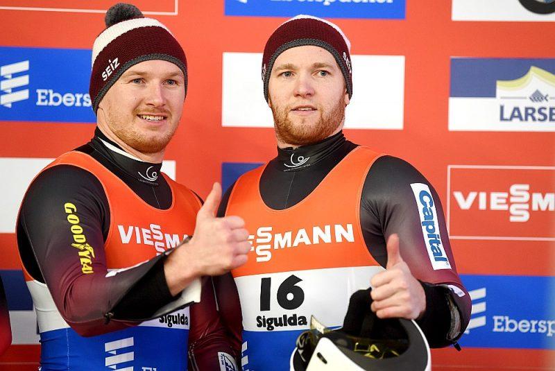 Oskars Gudramovičs (pa labi) un Pēteris Kalniņš – pēc sacensībām labā noskaņojumā, bet karjeru beidz ar rūgtuma piegaršu.