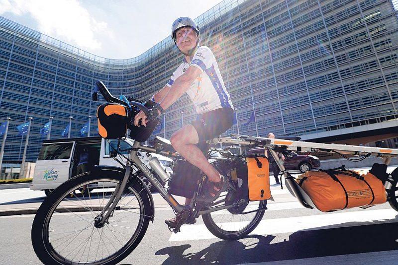 16. jūnijā Briselē pie Eiropas Komisijas centrālās ēkas startēja Saules ceļojums – Eiropas elektrisko velosipēdu, kas aprīkoti ar saules paneļiem, brauciens. 50 amatieri riteņbraucēji līdz septembrim apceļos 33 Eiropas valstis un plāno nobraukt 10 000 km.