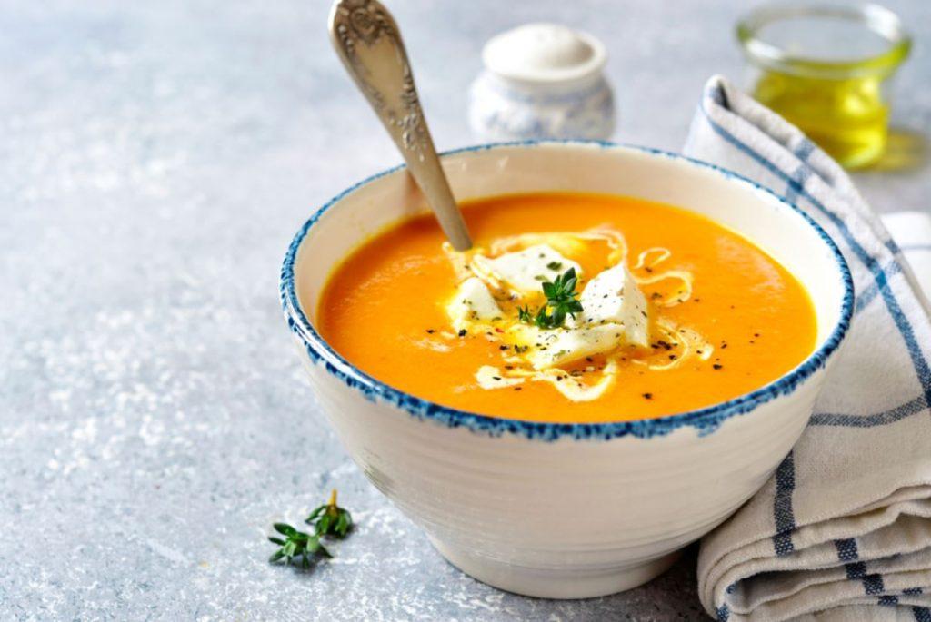 Burkānu zupa ar sieru.