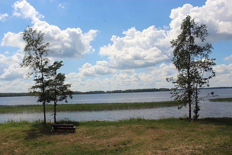 Gleznainais Riču ezers ir kā radīts nesteidzīgai atpūtai. Vienīgi jāņem vērā, ka pa to iet Latvijas–Baltkrievijas robeža un izbraucieni ezerā jāsaskaņo ar robežsargiem.
