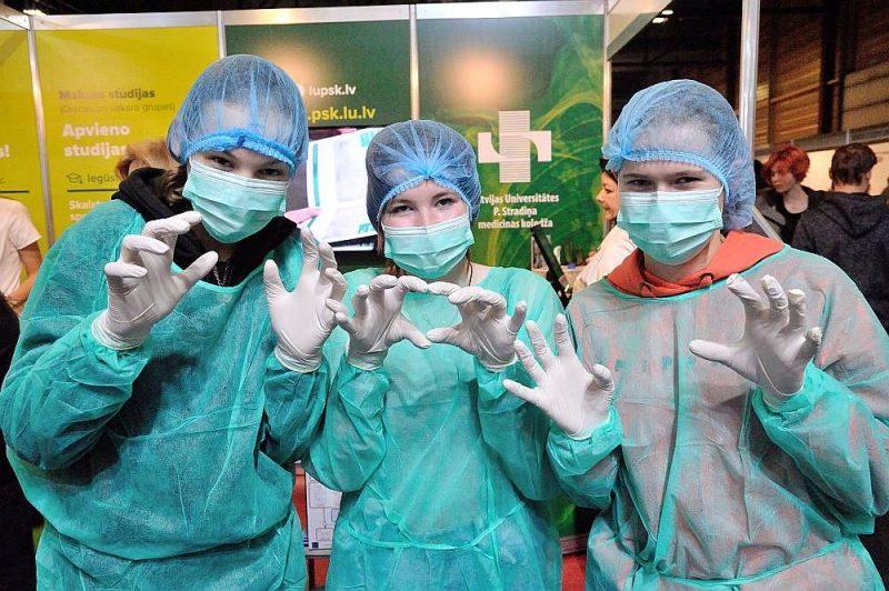 """Daudzi jaunieši izvēlas studiju programmu """"Ārstniecība""""."""