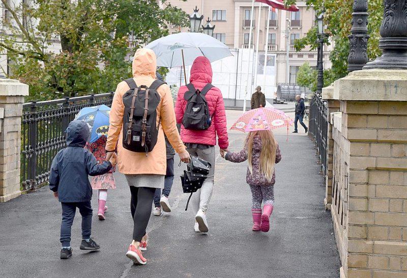 Rīgā apvienošana skars astoņas skolas, līdz ar to daļai jauno rīdzinieku mainīsies izglītības iestāde.