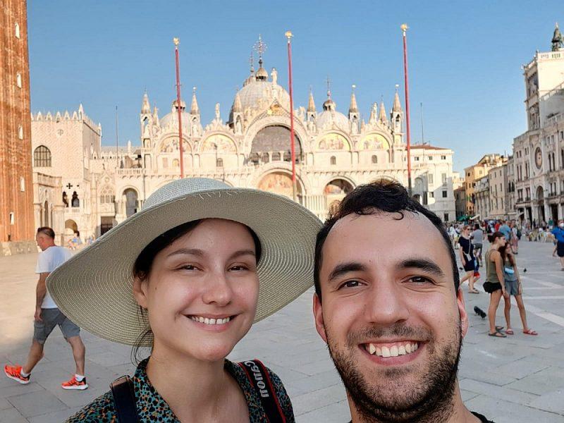 Agija un Roberts Tommes ar savu medusmēneša ceļojumu pa Eiropu pierāda, ka, sekojot informācijai par Eiropas valstu dažādajām prasībām, ir iespējams apceļot daudzas valstis.