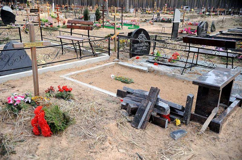 Sprādziena vieta Jaunciema kapos 2015. gada martā.