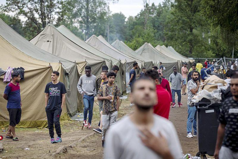 Nelegālo migrantu nometne 4. augustā Lietuvā, Rūdninkos, 38 km no Viļņas.