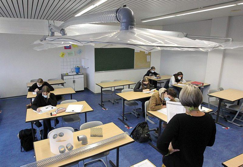 Kādā skolā Maincā, Vācijas rietumos, uzstādīta vienkārša ventilācijas sistēma, izmantojot caurules un ventilatoru. Šī kāda zinātnieka radītā sistēma maksājusi tikai 200 eiro.