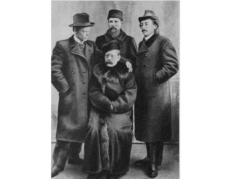 Rūdolfs Blaumanis (1863–1908) draugu vidū Ērgļos ap 1905. gadu.
