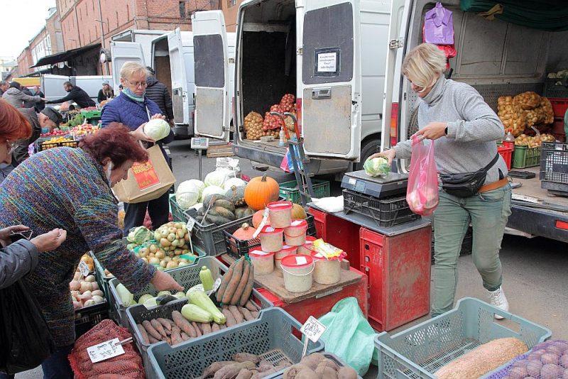 Rīgas Centrāltirgus Nakts tirgū kāposti nopērkami par 50 centiem kilogramā.