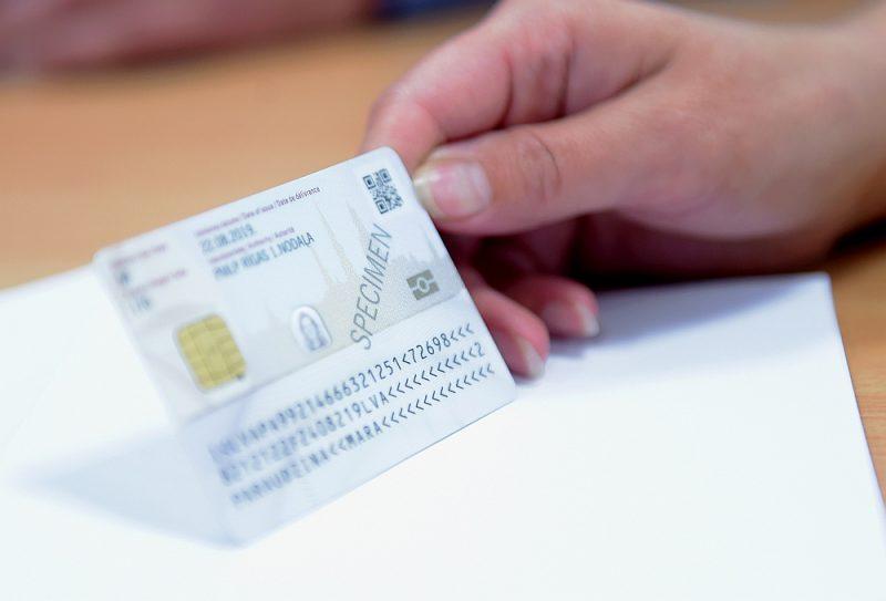 Līdz šim tām personām, kurām nebija pases, bet bija ID karte, lai piedalītos Saeimas vēlēšanās, bija jāsaņem īpaša vēlētāju apliecība. Tas bija zināms apgrūtinājums un varēja negatīvi atsaukties arī uz vēlētāju aktivitāti.