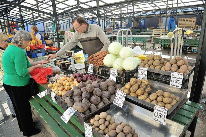 Kartupeļu cenas Rīgas Centrāltirgū jau sasniegušas 80–90 eirocentus par kilogramu, kas ir divas reizes vairāk nekā pērn šajā laikā.