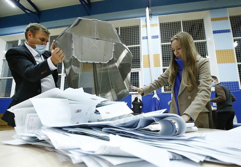 """Nevalstiskā vēlēšanu novērošanas organizācija """"Golos"""" (""""Balss"""") saņēmusi vairāk nekā 4900 ziņojumus par dažādiem pārkāpumiem Krievijas Valsts domes vēlēšanās."""