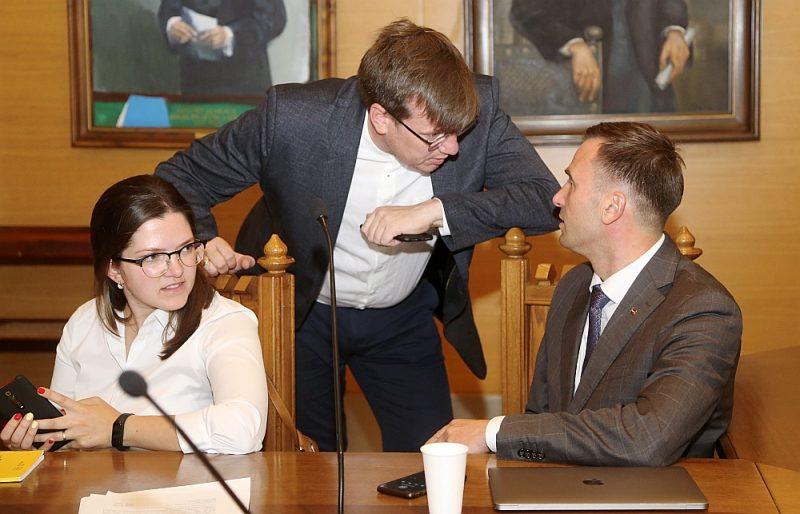 """Pašlaik Rīgas mērs Mārtiņš Staķis (no labās) uzskata Mārtiņu Kossoviču un Antoņinu Ņenaševu par saviem tuvākajiem sabiedrotajiem domē, bet ļoti ticams, ka nākamgad abi """"Progresīvo"""" līderi centīsies kļūt par Saeimas deputātiem."""