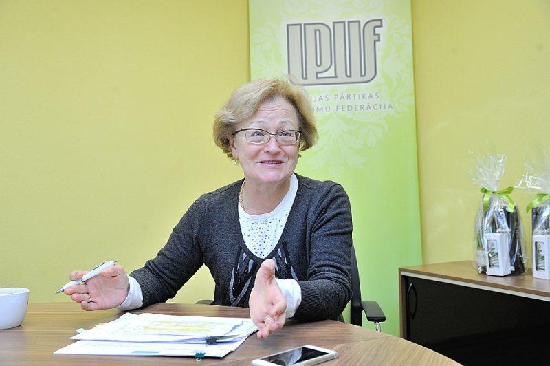"""Latvijas Pārtikas uzņēmumu federācijas vadītāja Ināra Šure: """"Elektrības cenu kāpumu vairāk izjutīs pārtikas ražotāji, kuru produkcijas saražošana ir energoietilpīgāka, piemēram, maiznīcas, kulinārijas izstrādājumu un dažādu gaļas izstrādājumu ražotāji, arī zivju konservu un kulinārijas ražotāji."""""""