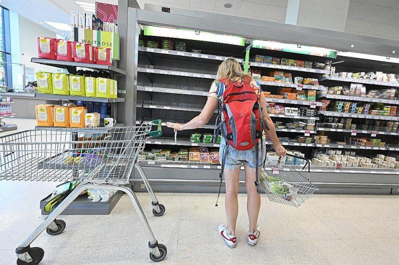 """Breksita sekas ir arī tukšais atdzesētās gaļas plaukts """"Waitrose"""" lielveikalā Londonā, ko šomēnes izsaucis kravas auto vadītāju trūkums."""