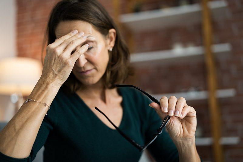 Izdegšana bieži vien izpaužas ar galvassāpēm un citiem fiziskiem simptomiem.
