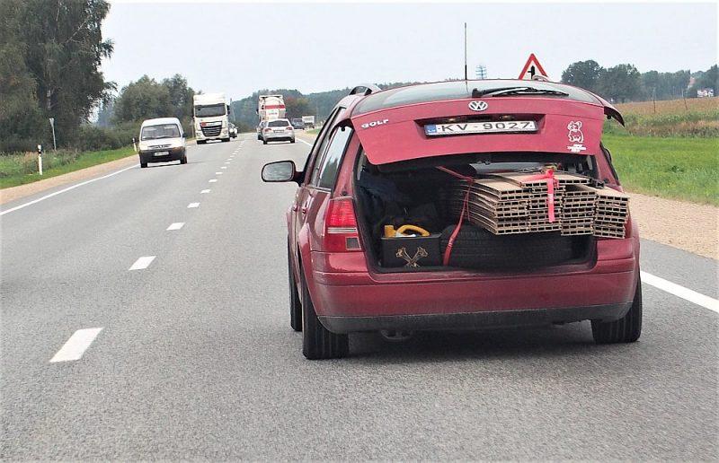 Ko darīt, ja pārvadājamā krava paša automobilī nelien iekšā? Degvielas uzpildes stacijas piedāvā koplietot piekabes.