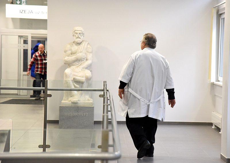 Ārstu konsiliji tiks organizēti Rīgas Austrumu klīniskajā universitātes slimnīcā, Paula Stradiņa klīniskajā universitātes slimnīcā un Bērnu klīniskajā universitātes slimnīcā.